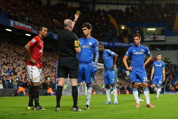 El árbitro tuvo que usar las tarjetas para evitar que el partido...