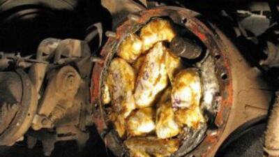 La metanfetamina fue escondida en autos y en el cuerpo de dos de los det...
