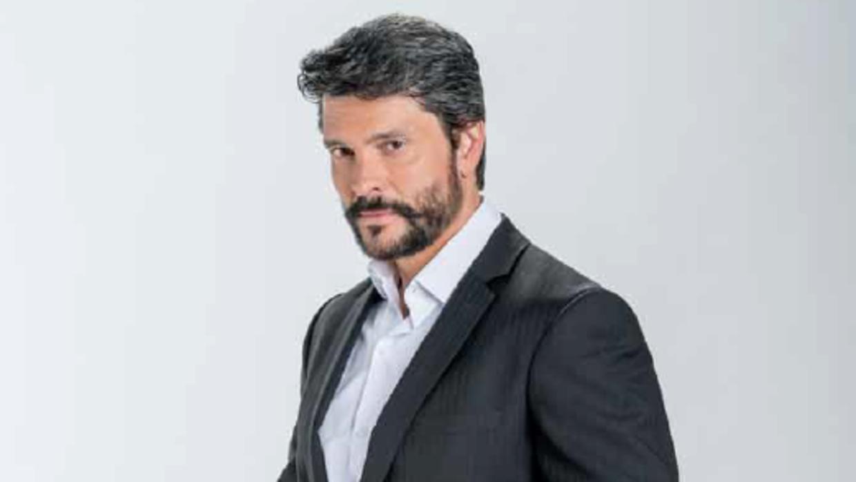 Marcelo Córdoba es Julio en 'Enamorándome de Ramón' Untitled.png