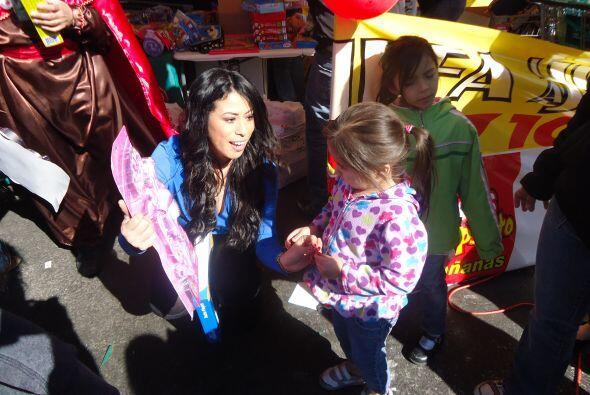 Brenda quedo encantada con todos los niños que asistieron al evento.