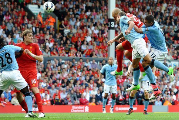Pero tuvo un pequeño error que generó para que cayera un gol de City, pe...