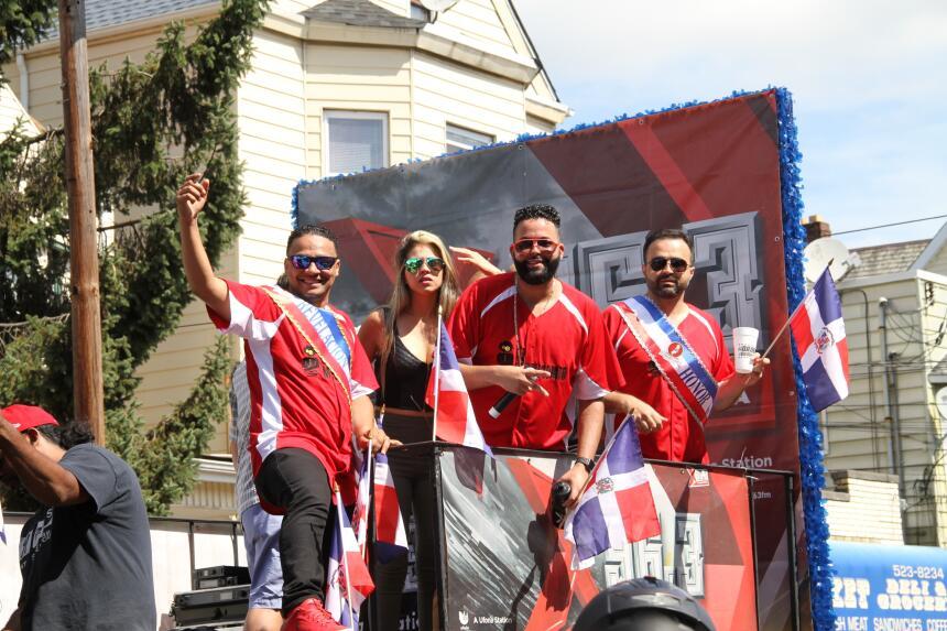 Celebra La X en el Desfile Dominicano en NJ IMG_1809.JPG