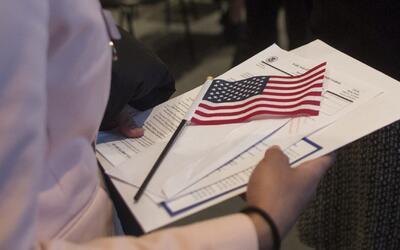 Las mentiras durante el proceso de naturalización que podrían hacerte pe...