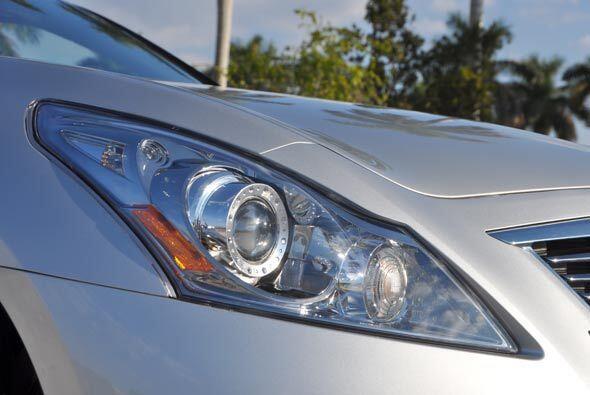 Las nuevas unidades de iluminación completan el 'look' deportivo del G 3...