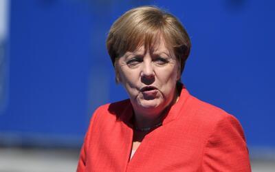 """Merkel: """"No es el aislamiento y la construcción de muros lo que nos hace..."""