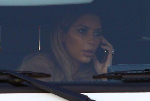 La Kardashian acudió al Topanga Canyon Mall. Mira aquí los videos más ch...