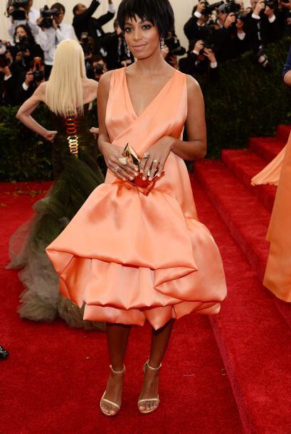 Solange Knowles ya va mejorando, pero aún le falta pulir mucho su estilo.