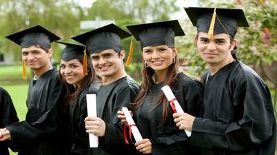 DEL HIGH SCHOOL AL COLLEGE:  Hasta el 2012, 64% de los hispanos de 25 a...