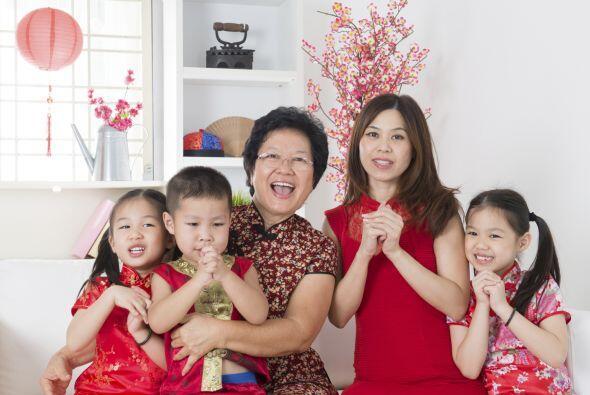 7 - ¿Cuántos chinos viajan por el año nuevo lunar?  Al ser la festividad...