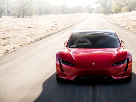 Space X lanza con éxito el Falcon Heavy con un Tesla Roadster a bordo ro...