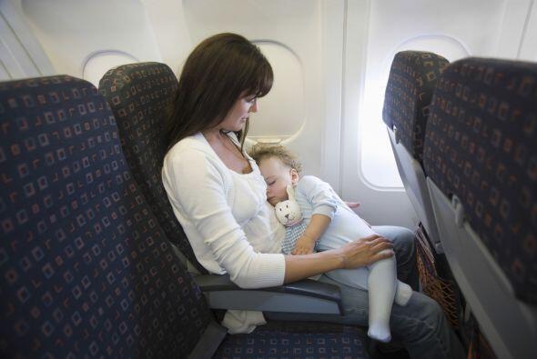 Qué debes tener en cuenta. Para volar, tu hijo debe tener al menos 7 día...