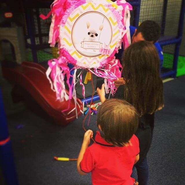 Thalía revela rostro de su hijo