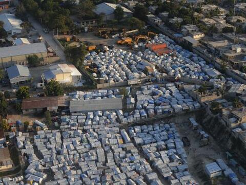 El 2010 fue un año terrible para Haití.  Fue sacudido por...