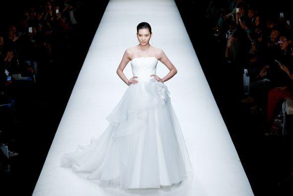 La organza le da una caída muy bonita a este modelo, que tiene una falda...