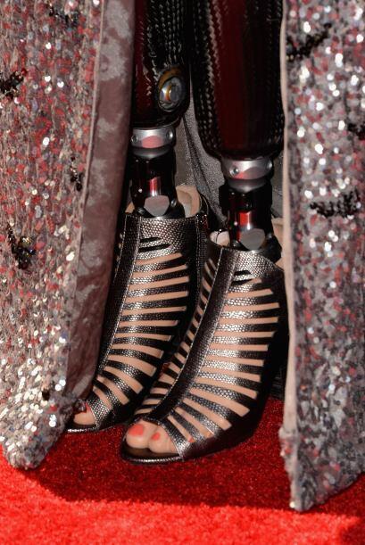 De gala o casul, Amy luce sus piernas biónicas y utiliza tantos zapatos...
