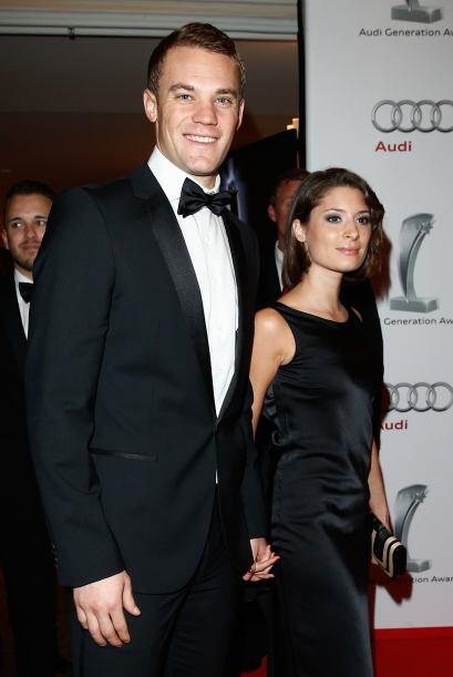 Sin embargo, es falso, ya que Manuel Neuer, está casado desde hace cinco...