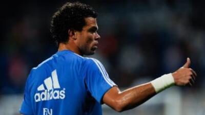 El defensa portugués del Real Madrid prefirió elogiar al su próximo riva...