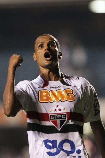 El jugador de 38 años en su regreso a Brasil no defraudó a los más de 15...