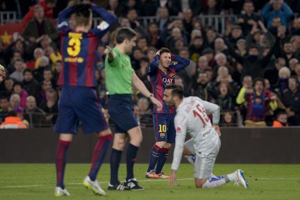 En el complemento, Messi derribó dentro del área a Jesús Gámez, por lo q...