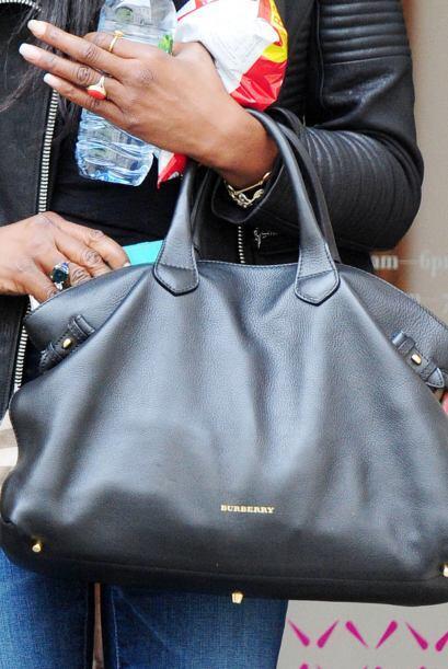 Su bolso tipo ´satchels´ que es con tiras cortas y solo se pueden cargar...