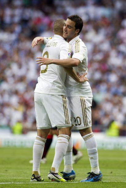 Benzema ponía el segundo tanto de los blancos y el marcador iba tomando...