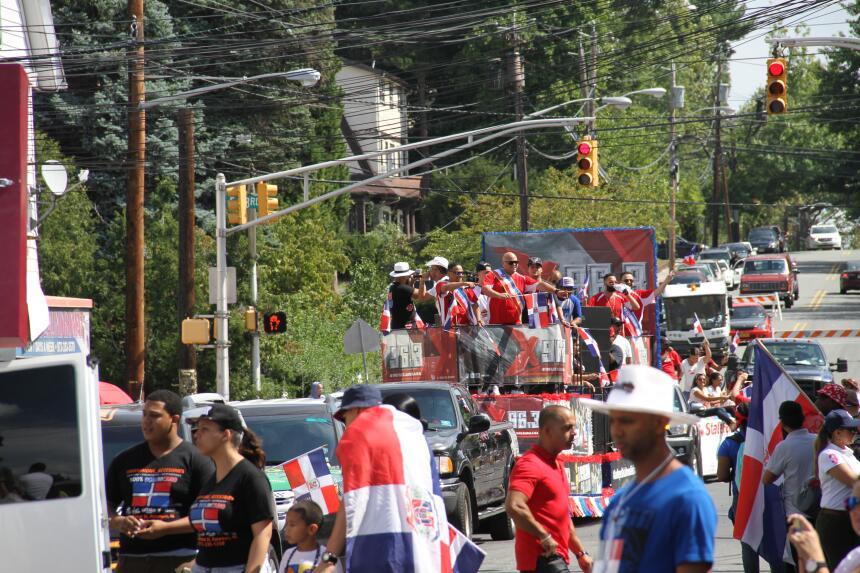 Celebra La X en el Desfile Dominicano en NJ IMG_1805.JPG