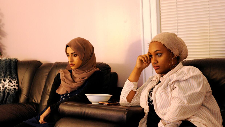 Tasnim Bushra y Lina Mohammed durante el discurso de Trump.