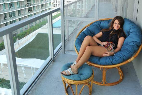 En los momentos de relajación, su balcón sirve de centro de meditación.