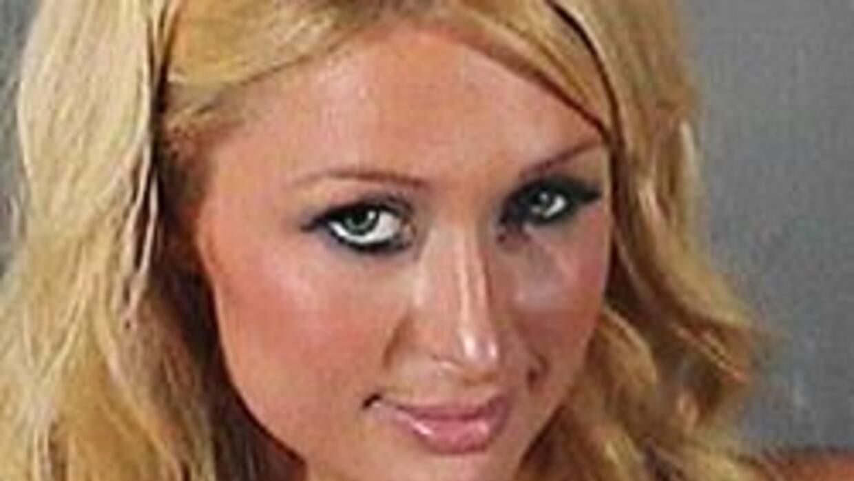 Paris Hilton fue arrestada a la salida de un estadio en Sudáfrica 7bc180...