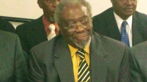El sacerdote Willie Hunter, de 79 años fue hallado apuñala...