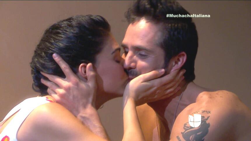 ¡Pedro y Fiorella tuvieron una noche llena de amor! 415D4A1F521F4684884A...