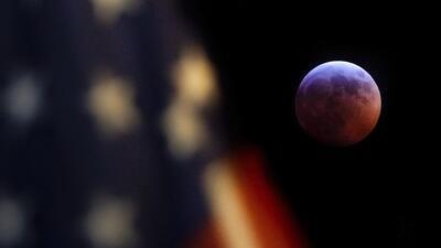 En imágenes: 'Luna de sangre' con eclipse lunar