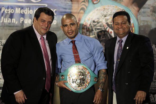 Miguel Cotto, campeón mundial medio del Consejo Mundial de Boxeo,...