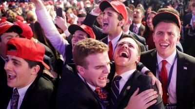 Decenas de simpatizantes de Donald Trump celebraron anoche en Nueva York...