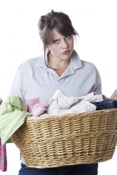 Toda ama de casa sabe cuán molesto es sacar las prendas de la lavadora y...