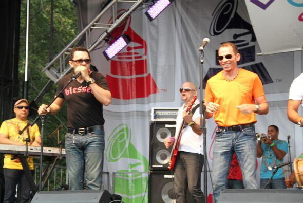 Los Rosario en El Latin Grammy® Street Party 566557b734dc4ea2b756baac5b8...