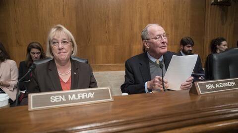 La demócrata Patty Murray y el republicano Lamar Alexander plante...