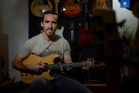 Christian Fuchs, se da un tiempo para la música.