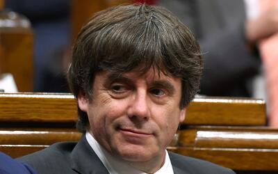 El presidente cesado apareció por sorpesa en Bruselas, la capital...