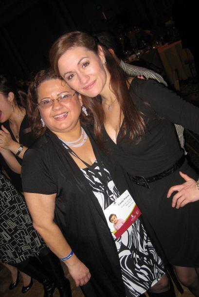 Paula con Lorena Watson, quien trabaja por la misión de St. Jude.