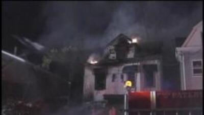 Incendio en un hogar en Paterson, NJ dejo cuatro muertos y tres heridos....