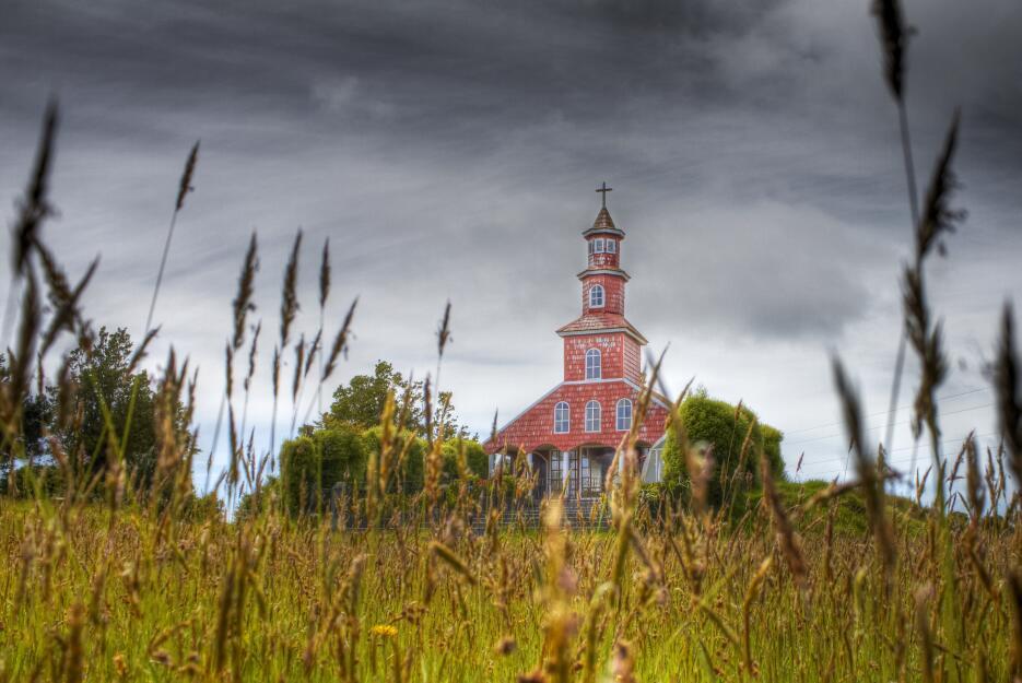 Las iglesias y los palafitos de Chiloé no sufrieron mayores problemas po...