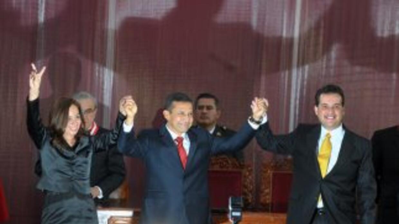Omar Chehade (derecha), junto al primer mandatario, Ollanta Humala y la...
