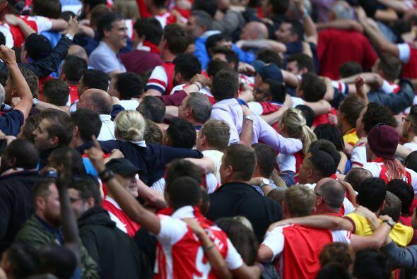 Y los fans del Arsenal comenzaban los festejos.