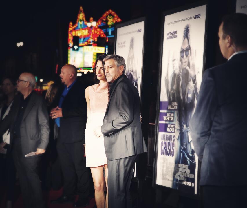 Amal Alamuddin acompañó a su esposo al estreno de la cinta que produce.