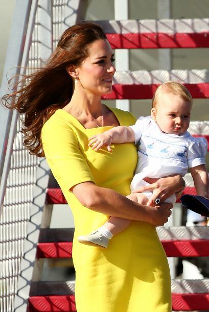 Optó por un vestido muy llamativo en color amarillo. Más videos de Chism...