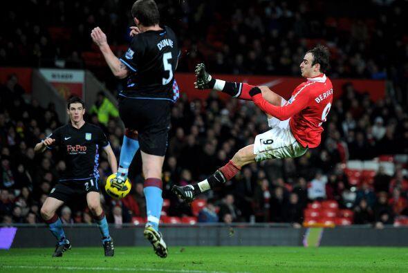 El Villa descontó el marcador por medio de Darren Bent, pero no bastó.