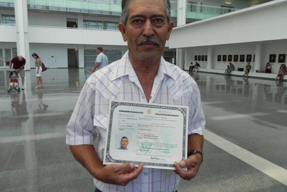 Victor Muñoz, de 62 años, ha vivido en los Estados Unidos por 23 años y...