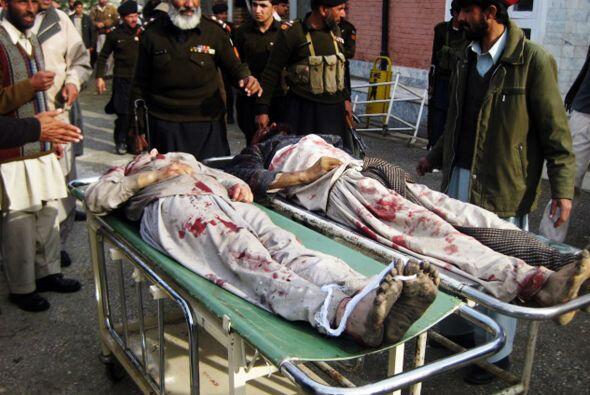 1 de enero - 90 muertos al estrellar un suicida el vehículo que c...