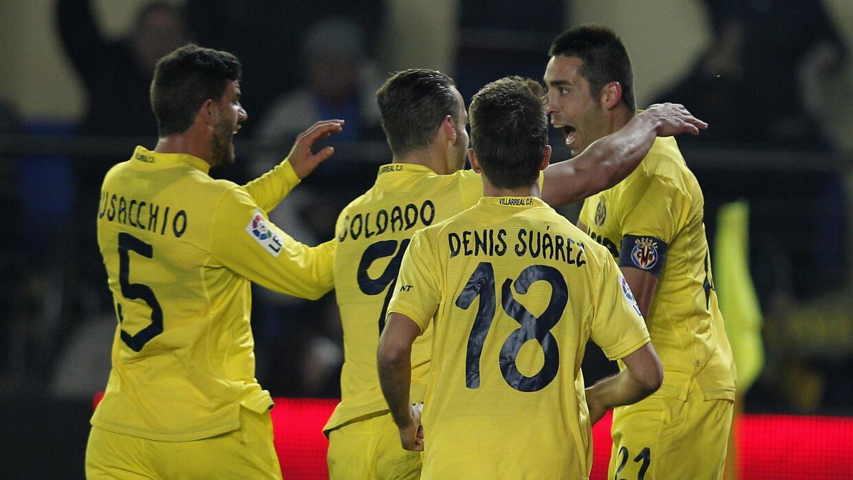 Bruno, autor del gol, es felicitado por los jugadores de Villarreal.